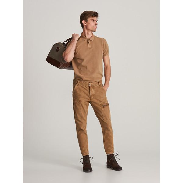 Reserved Spodnie jeansowe z kieszeniami XN087-18J