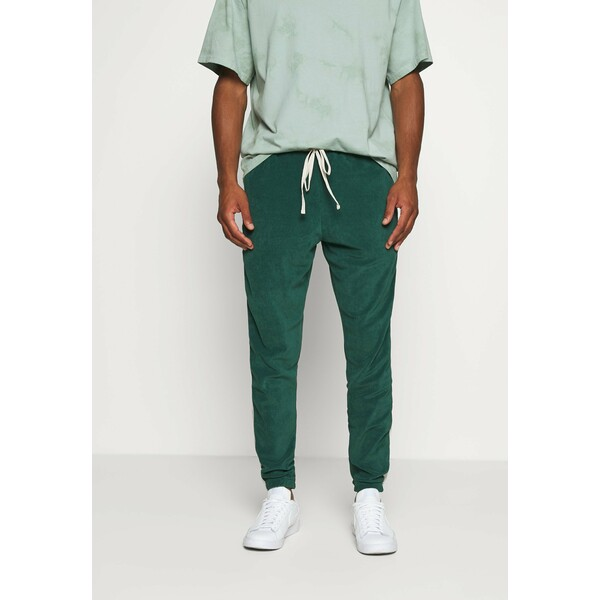 WRSTBHVR TRACKPANTS LOUNGIN Spodnie treningowe green/off white WR821000A